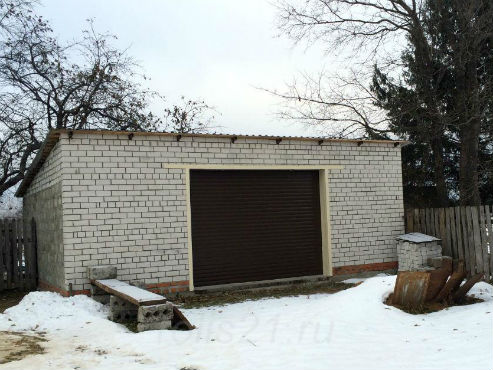 Рольворота в деревне на гараже
