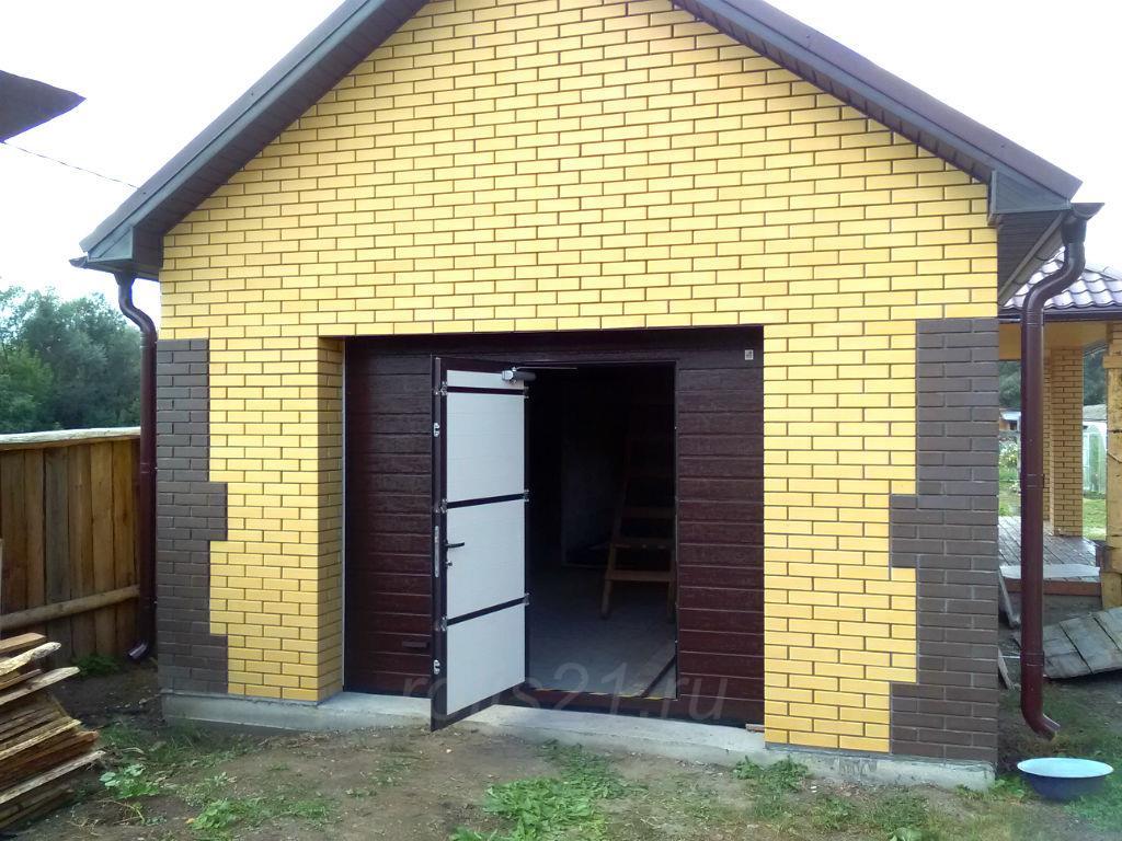 Ворота секционные гаражные с калиткой