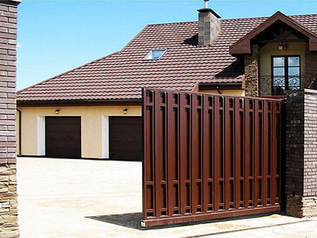 Откатные ворота из евроштакетника: фото - 3