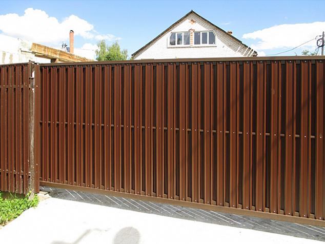 Откатные ворота из евроштакетника: фото - 5