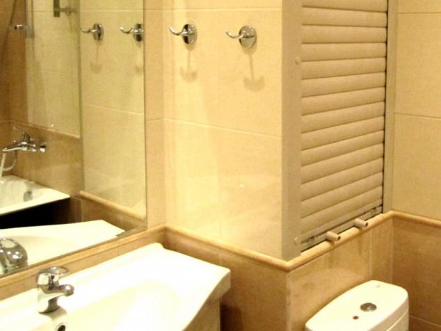 Рольставни в туалет и санузел: фото - 2